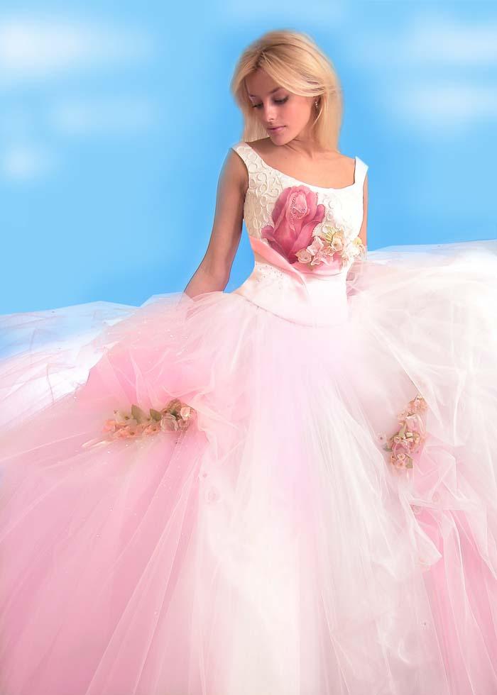 Фото блондинка в бальном платье
