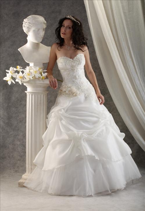 Пышные свадебные платья с бисером и